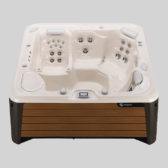 Inflatable hot tub vs regular hot tub - which is best?